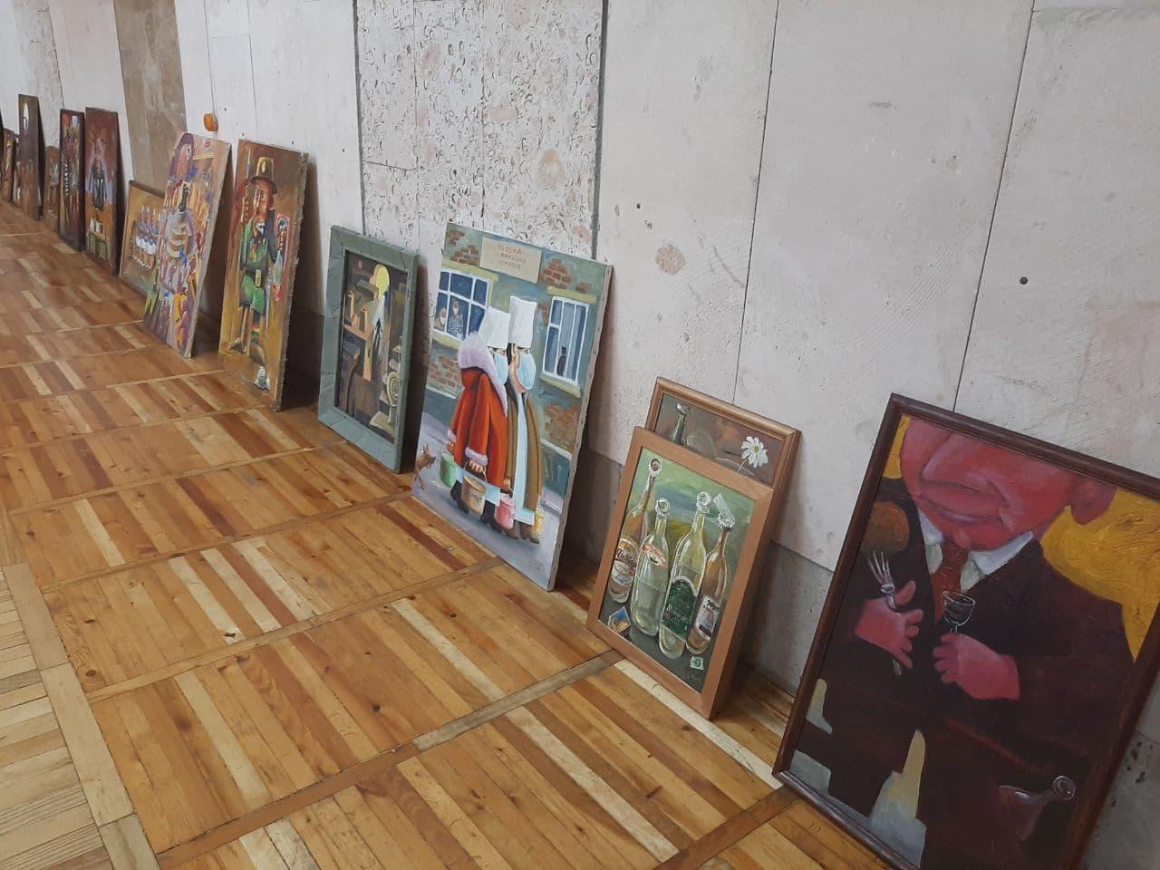 «Сатирикон-2»: бібліотека ім. Кропивницького запрошує на нову виставку живопису Вадима Пустильника